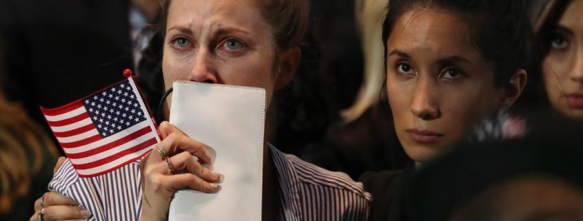NY01. NUEVA YORK (ESTADOS UNIDOS), 08/11/2016. Seguidores de la candidata demócrata Hillary Clinton reacciona hoy, martes 8 de noviembre de 2016, durante el anuncio de resultados de las elecciones presidenciales en el Jacob K. Javits Convention Center, en Nueva York (Estados Unidos). EFE/JUSTIN LANE
